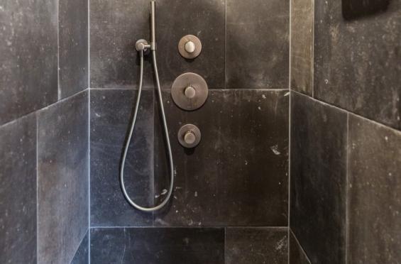 Badkamer Showroom Gelderland : Robuuste badkamer elst steenbergen tegels